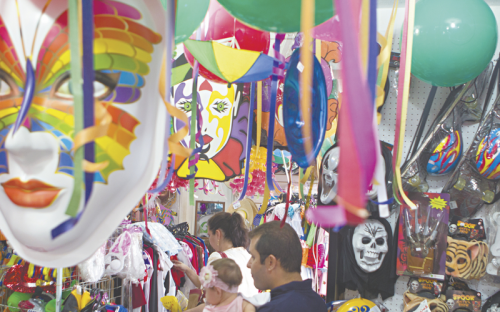 Carnaval: Folia e lucros.
